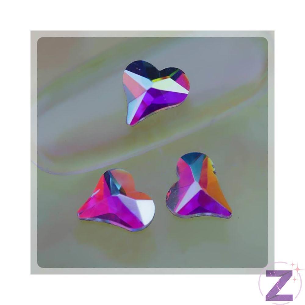 Zodiac üveg forma Crystal AB színjátszó színben. Népszerű, flatback ragasztható szív alakú strassz forma körömdísz. Glue gél segítségével tartósan a körmön marad, kíválóan kombinálható egyedi strassz formáinkkal, különleges körömékszereinkkel, szórógyöngyeinkkel.