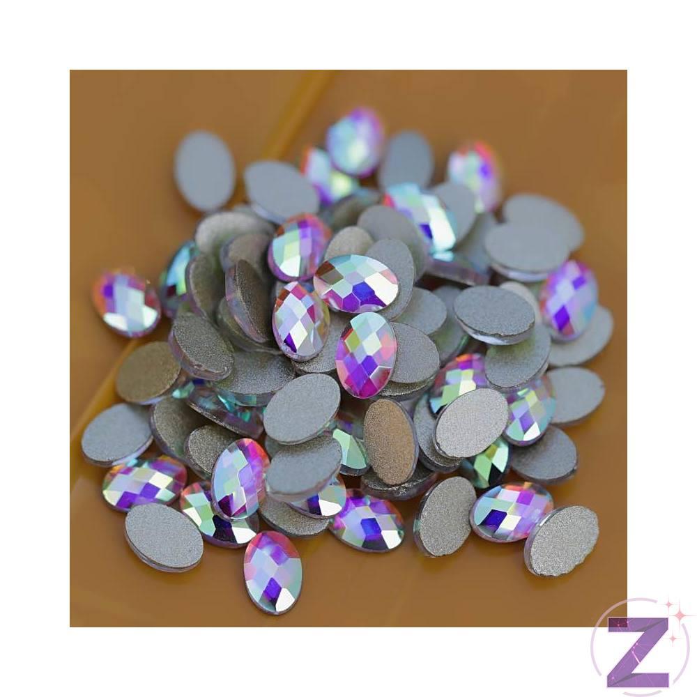 Zodiac üveg forma körömdísz színjátszó színben ovális formában. A népszerű strassz formák egyike közkedvelt színjátszó színvilágával különleges díszítő kombinációkat alkothatunk vele. Kíválóan alkalmazható strasszköveinkkel, szórógyöngyeinkkel. Flatback no hotfix típusú, ragasztható strassz forma.